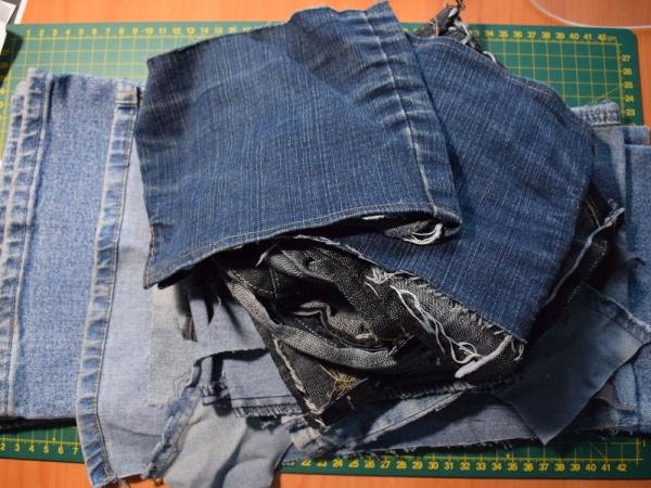 e2a2169af5ea Для нашей сумки нам понадобится целая пара джинсов и еще обрезки джинсовой  ткани разных оттенков.